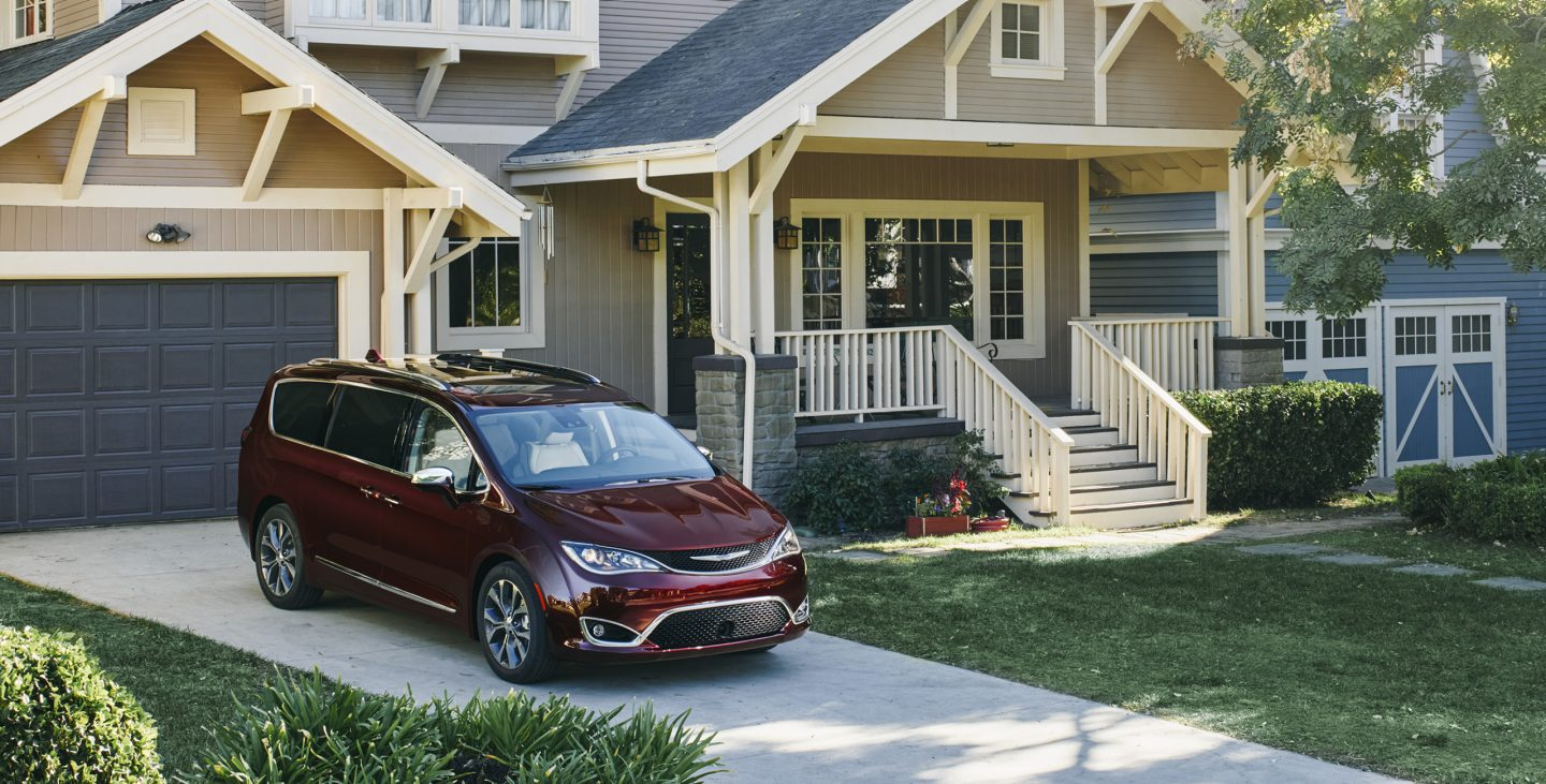 2017-chrysler-pacifica-gallery-exterior-3.jpg.image_.1440