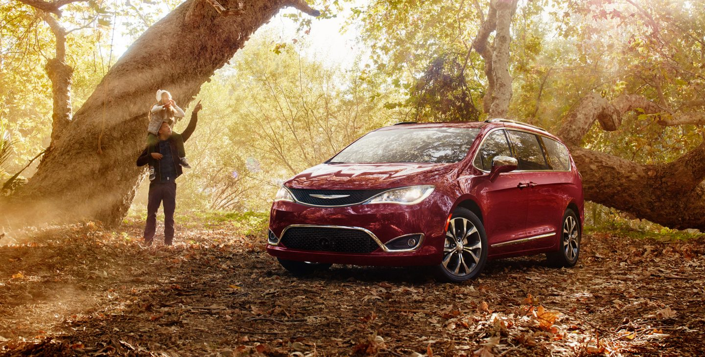 2017-chrysler-pacifica-gallery-exterior-5.jpg.image_.1440